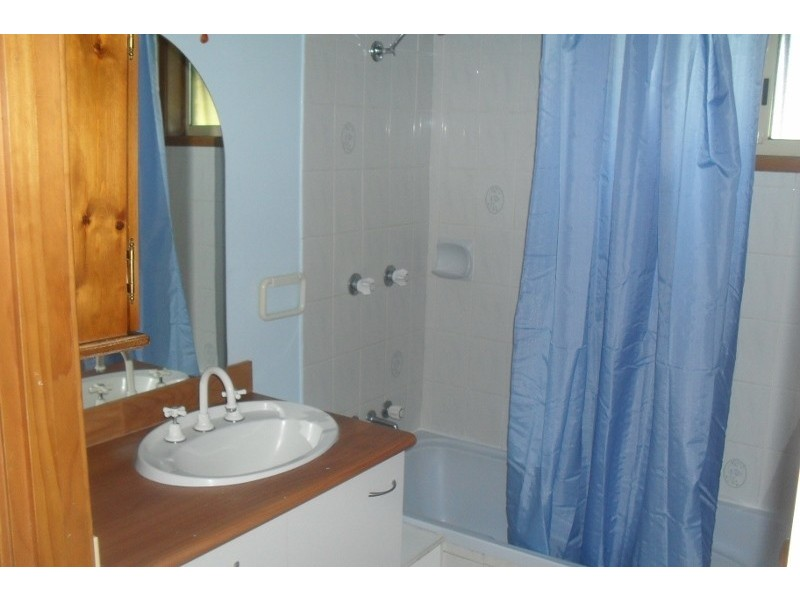 3 Dons, Araluen QLD 4570