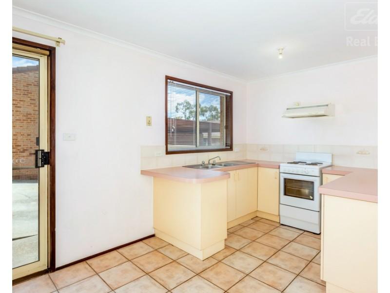 8/2 Lazarus Crescent, Queanbeyan NSW 2620