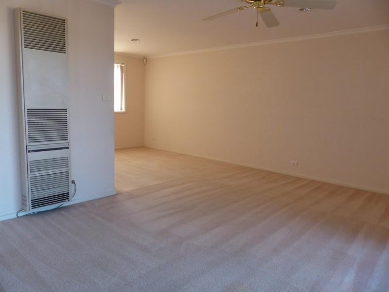 2/10 Atholbar Way, Queanbeyan NSW 2620