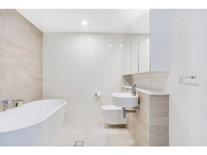 2811/2 Como Crescent, Southport QLD 4215