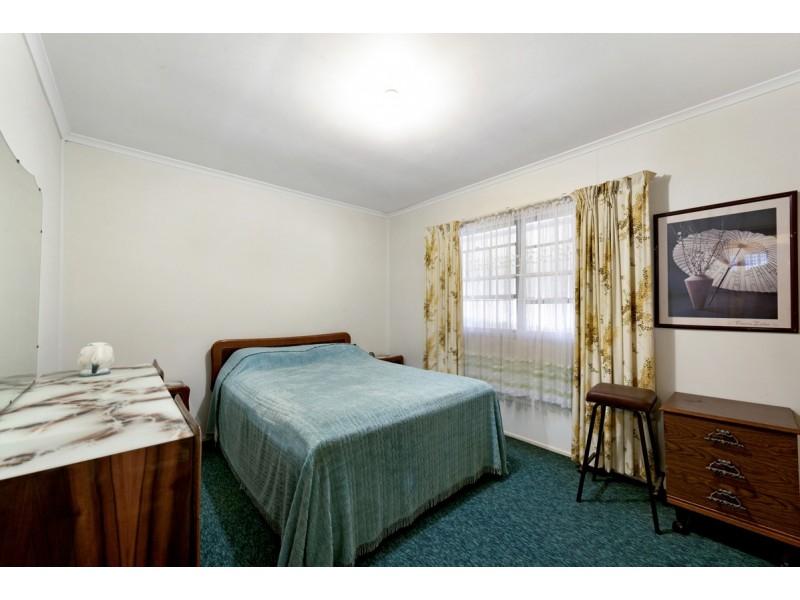 75 Savoy Drive, Broadbeach Waters QLD 4218