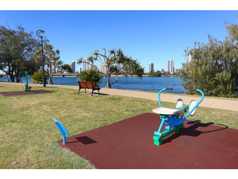 7 Wildash Street, Southport QLD 4215