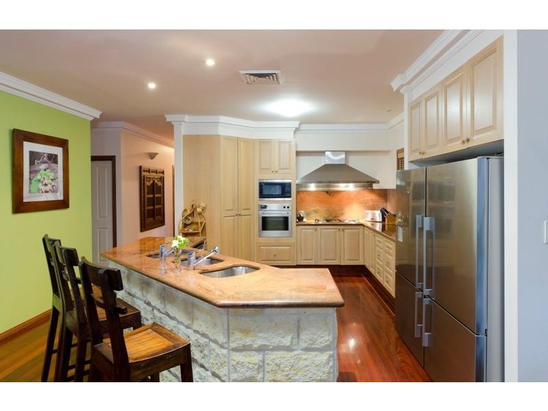 21 Riverbank Court, Ashmore QLD 4214