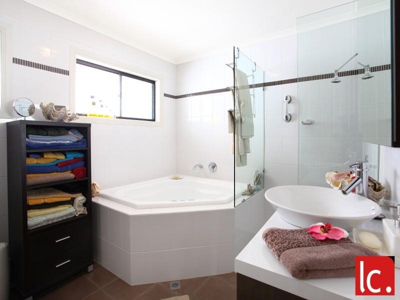 80 Slatyer Avenue, Bundall QLD 4217