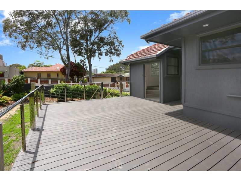 2A Greer Terrace, Southport QLD 4215