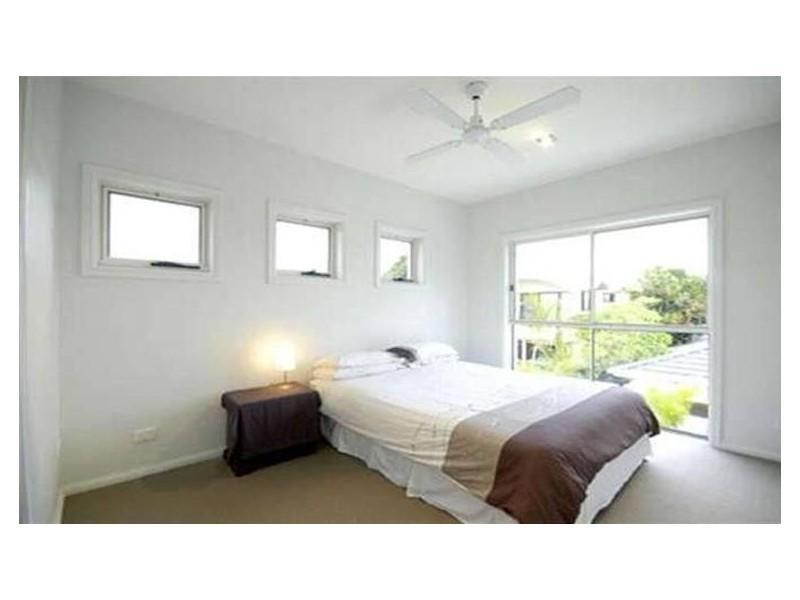 2/14 Crombie Avenue, Bundall QLD 4217