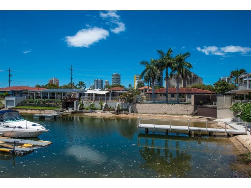 2 Winterhaven Key, Broadbeach Waters QLD 4218