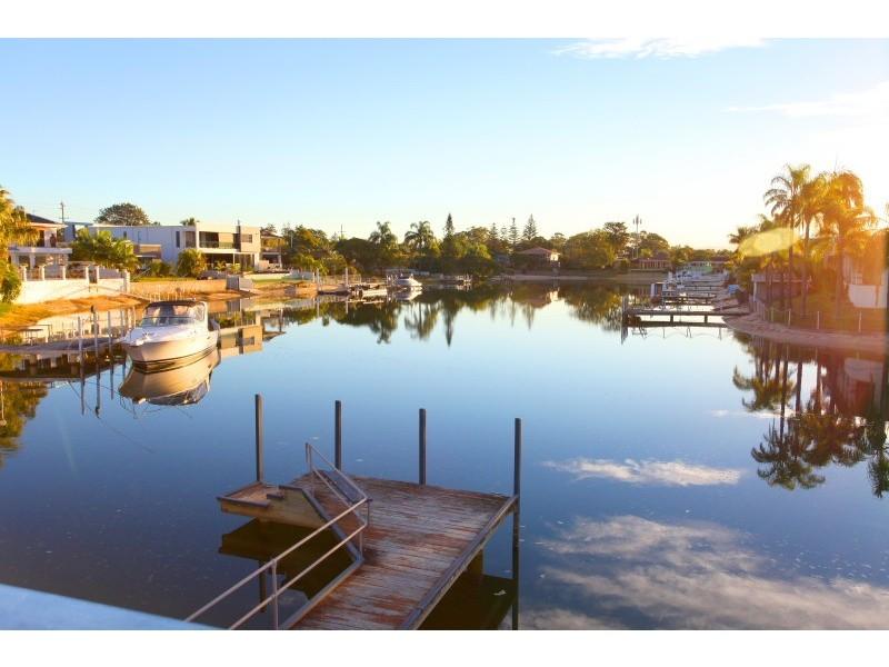 9 Andrea Avenue, Broadbeach Waters QLD 4218