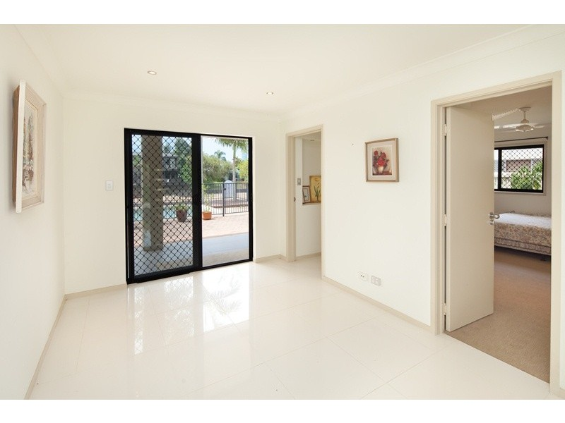 13 Poinciana Boulevard, Broadbeach Waters QLD 4218