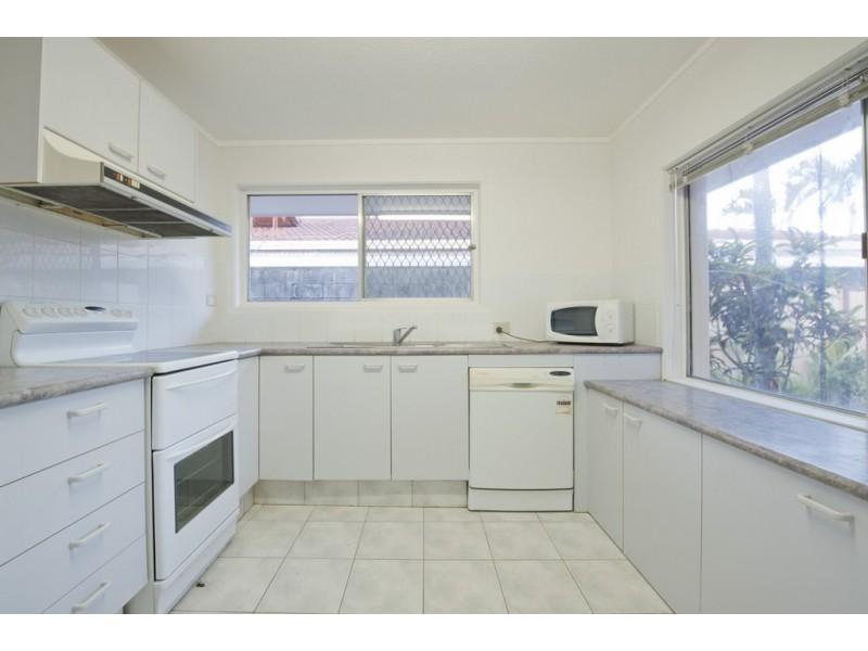 33 Beverley Crescent, Broadbeach Waters QLD 4218