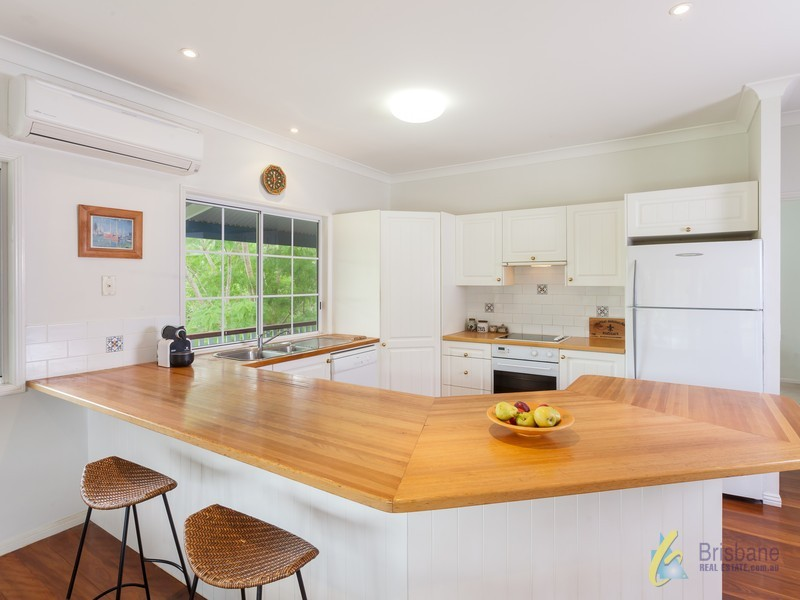 11 Peronne Place, Brookfield QLD 4069
