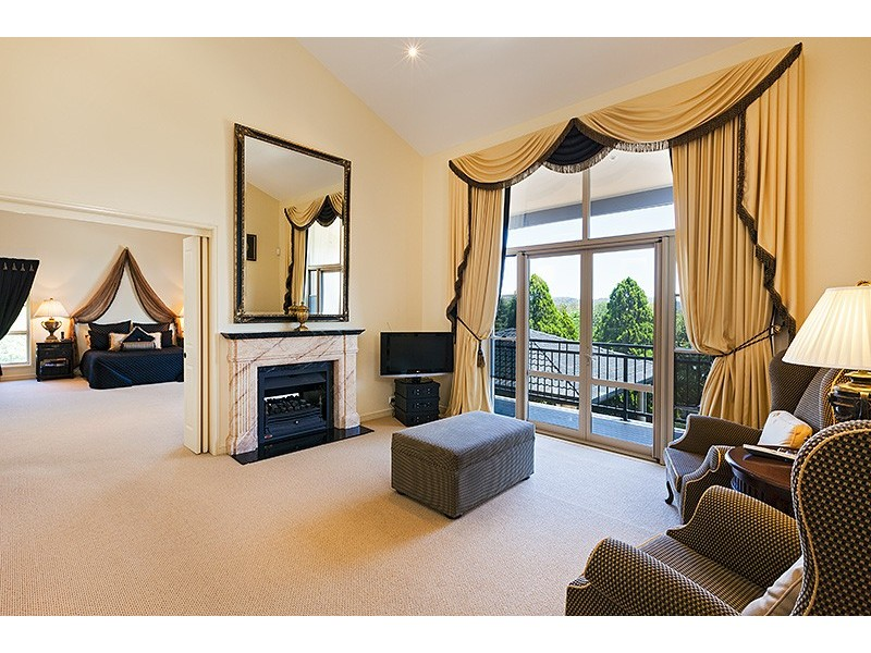 30 Corniche Place, Brookfield QLD 4069