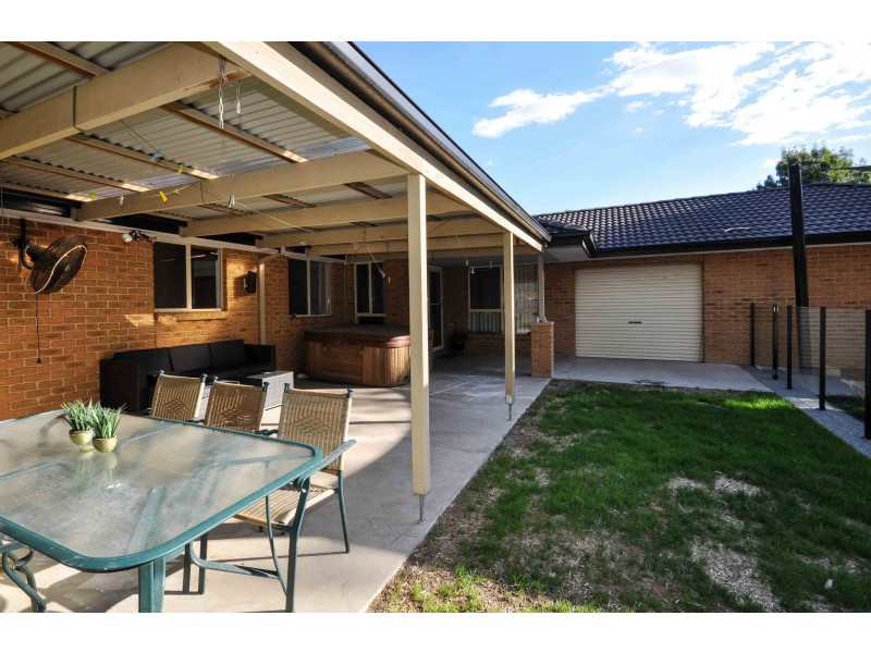 6 Mimosa Court, Thurgoona NSW 2640