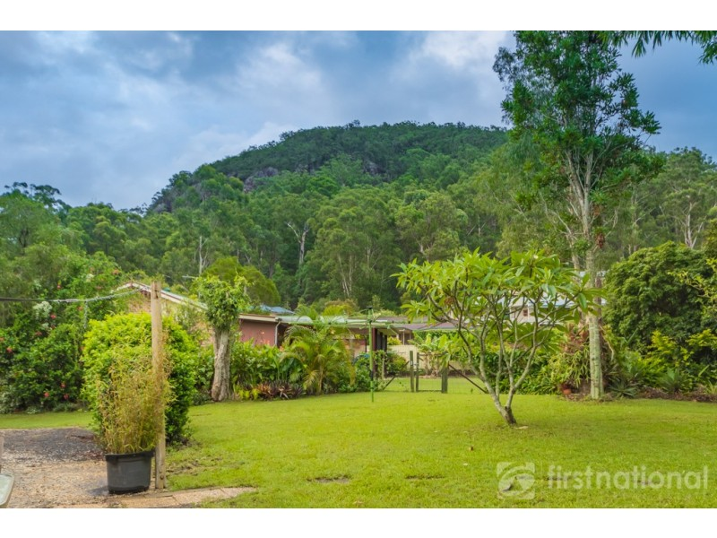 11 knowles place glass house mountains qld 4518