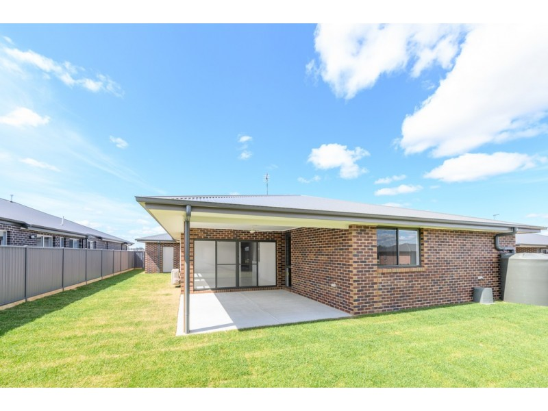 31 Roscommon Avenue, Alfredton VIC 3350