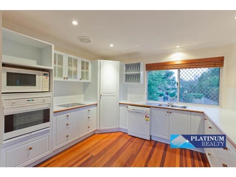 7 Karina Crescent, Broadbeach Waters QLD 4218