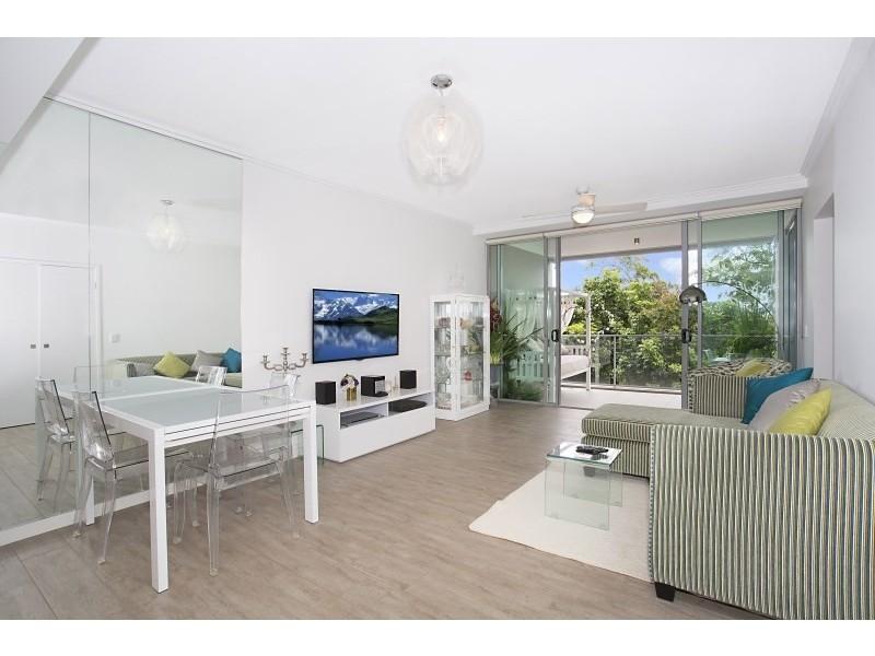 @33 T E Peters Drive, Broadbeach Waters QLD 4218
