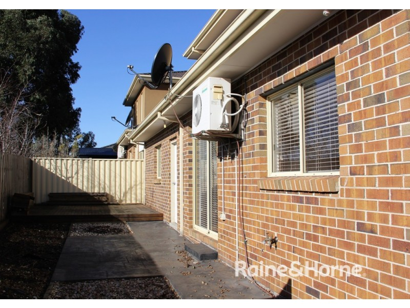 2/2 Breadalbane Court, Sydenham VIC 3037