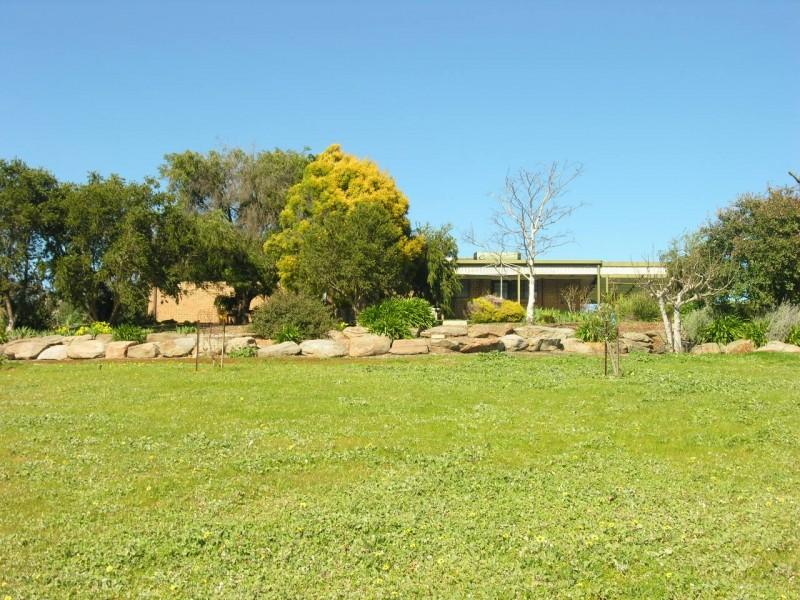 12 Whiteman Road, Williamstown SA 5351