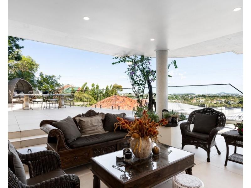 24 Hillside Crescent, Hamilton QLD 4007