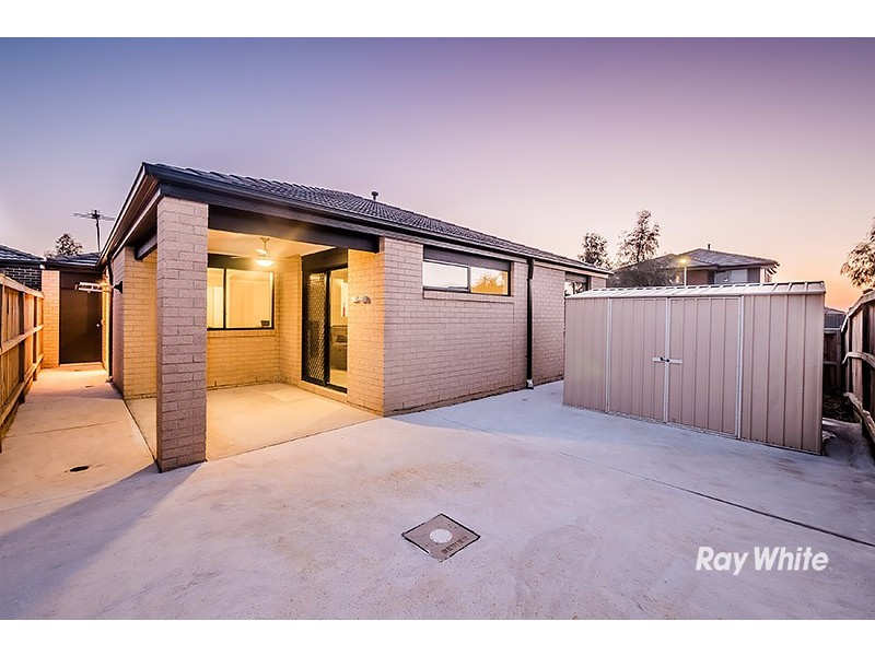 10 Harvard Street, Cranbourne West VIC 3977