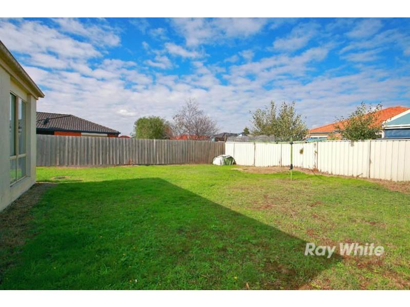 17 Greenbriar Way, Cranbourne West VIC 3977