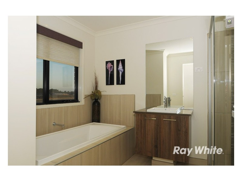 21 John Russell Road, Cranbourne West VIC 3977