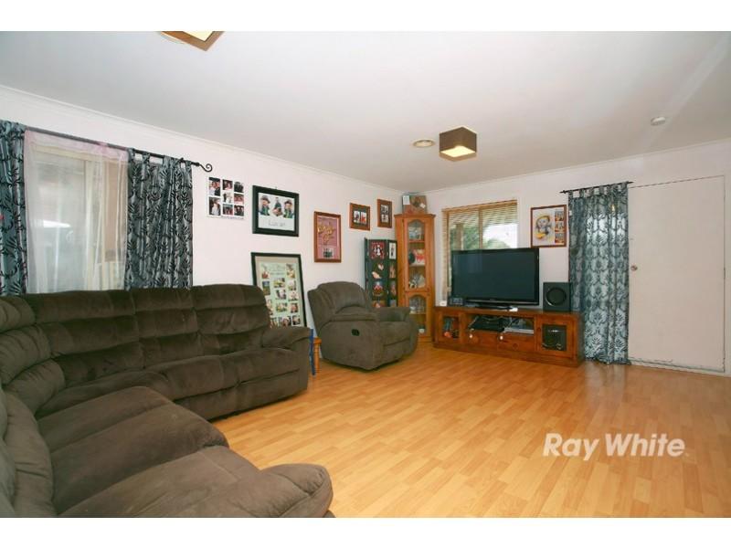 9 Scarborough Avenue, Cranbourne West VIC 3977