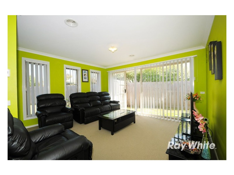 1/22 Maureen Close, Cranbourne West VIC 3977