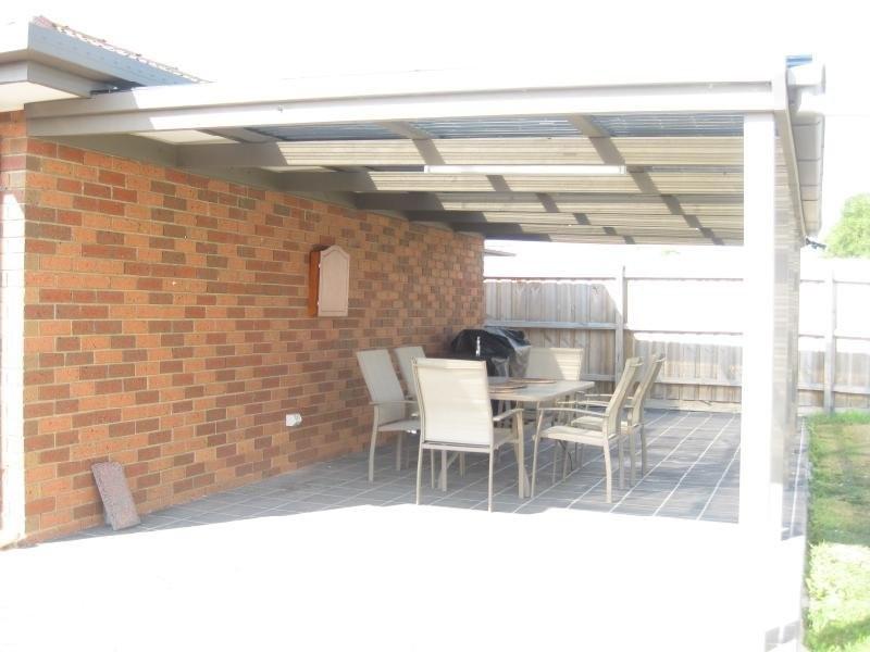 5 Jindalee Gardens, Cranbourne West VIC 3977