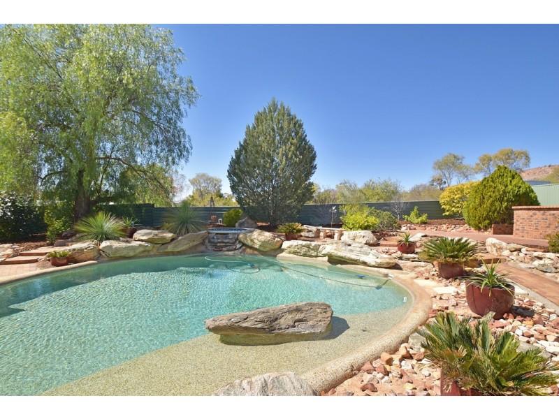 2 Amadeus Place, Desert Springs NT 0870