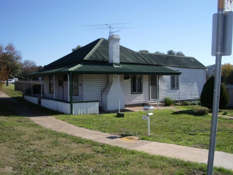 108 TUMUT STREET, Adelong NSW 2729