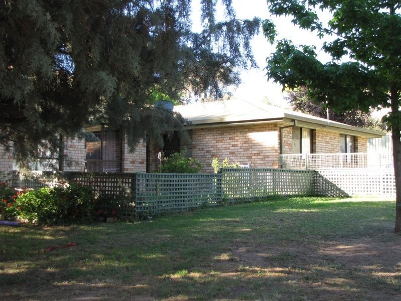 Callemondah 49 Blowering Road, Tumut NSW 2720