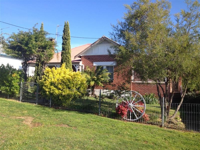 87 Merivale Street, Tumut NSW 2720
