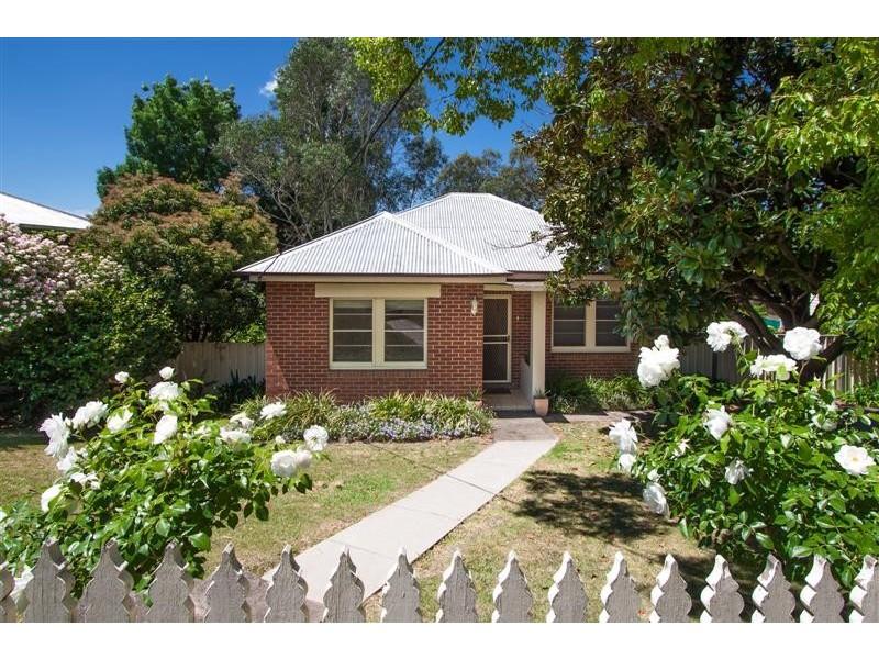 116 Capper Street, Tumut NSW 2720