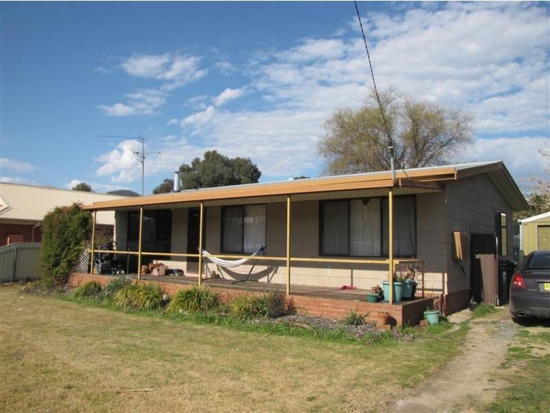 77 Lockhart Street, Adelong NSW 2729