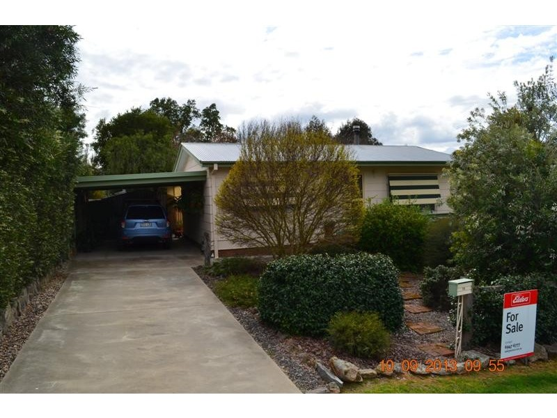 28 Lockhart Street, Adelong NSW 2729