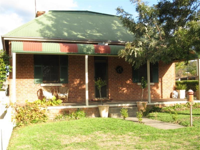 14 Clarke Street, Tumut NSW 2720
