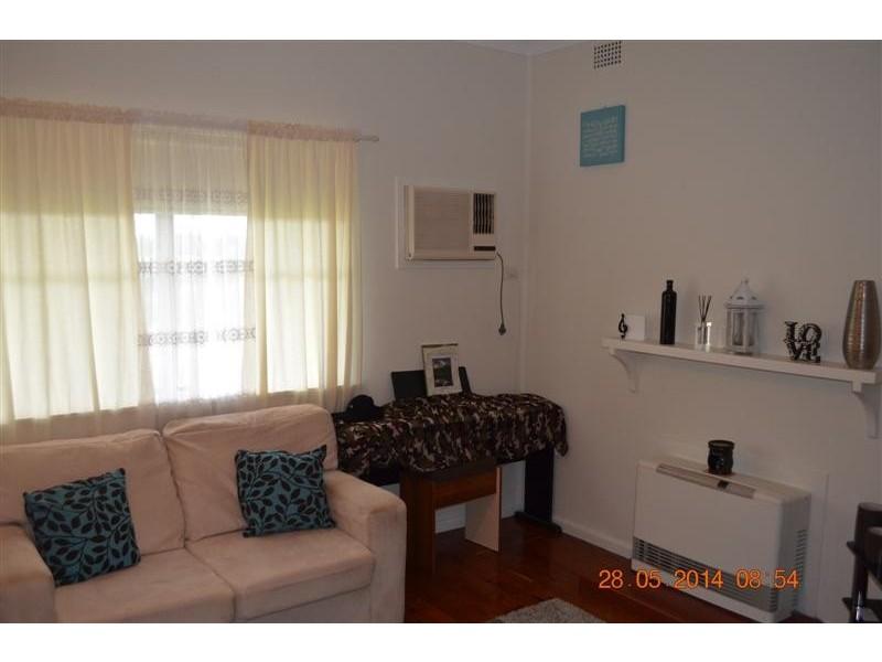 30 Broughton Street, Tumut NSW 2720