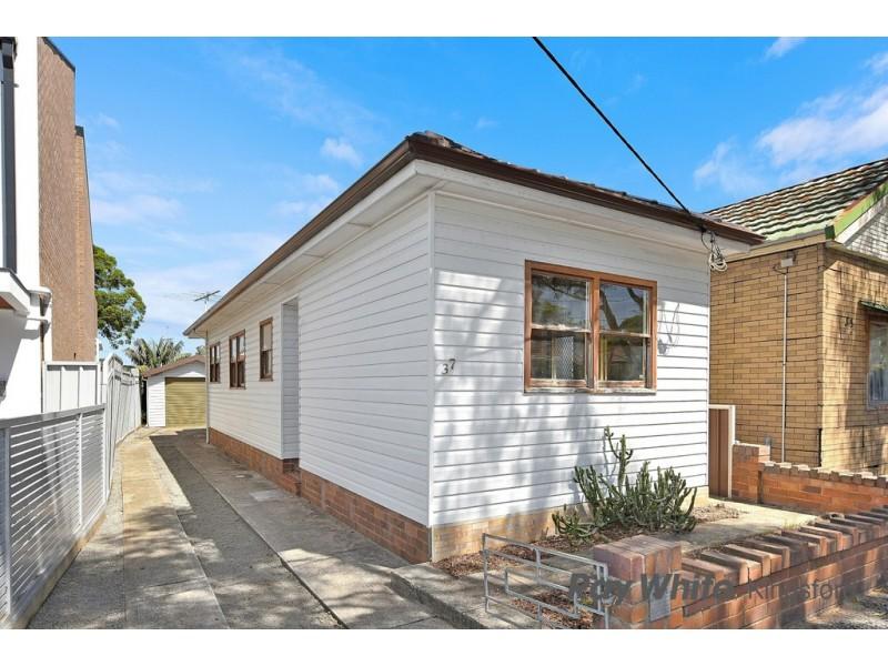 37 Universal Street, Eastlakes NSW 2018