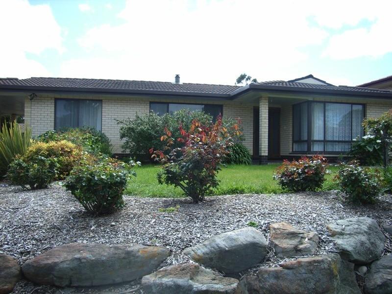 10 Iona Road, Aberfoyle Park SA 5159