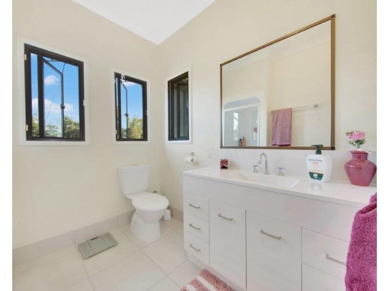 28 Pershouse Lane, Ambrose QLD 4695