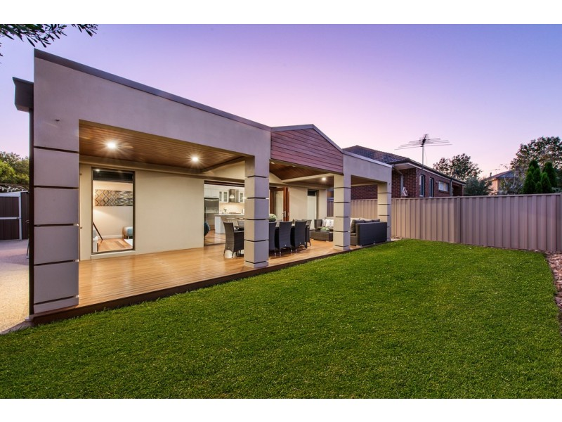 3 Weigall Close, Caroline Springs VIC 3023