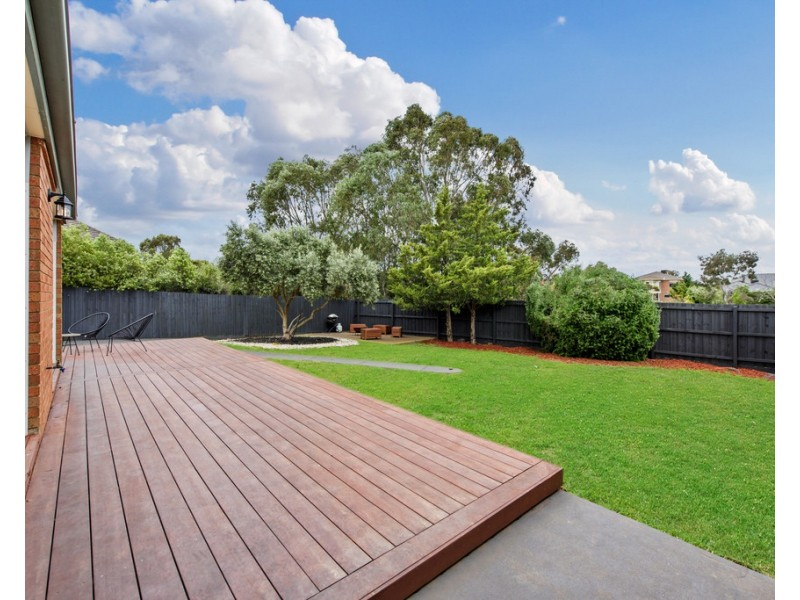 2 Glover Court, Taylors Lakes VIC 3038