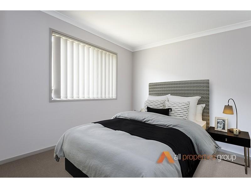 8 Baxton Place, Shailer Park QLD 4128