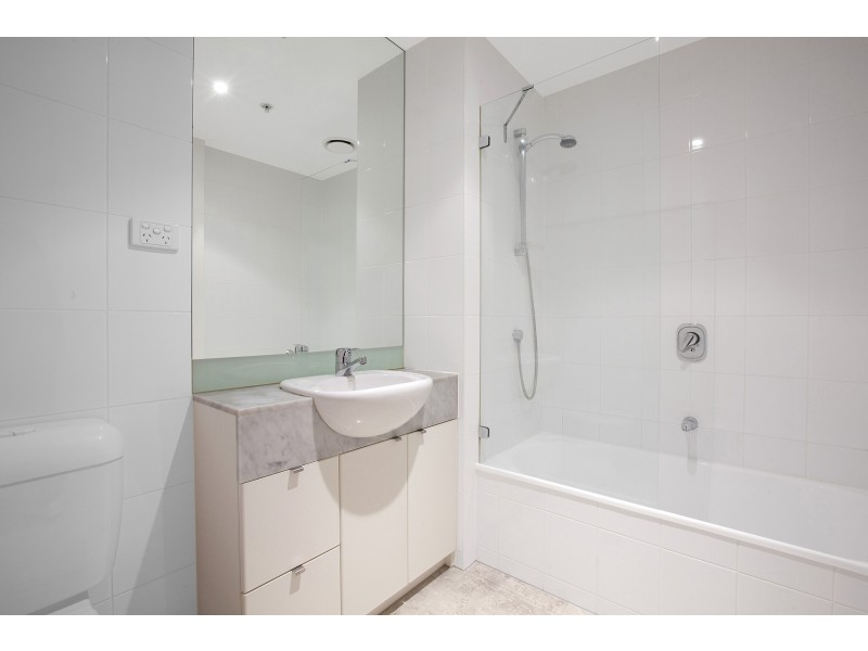 REF 081425/183 City Road, Southbank VIC 3006