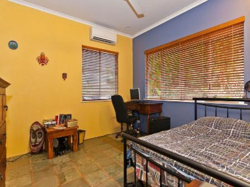 4 Woodmont Place, Mooroobool QLD 4870