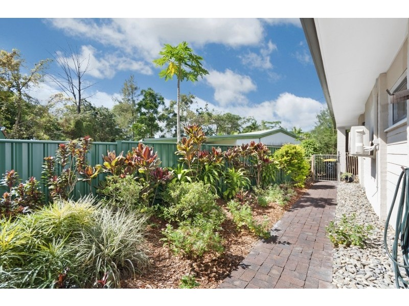 8 Caesar Close, Mooroobool QLD 4870