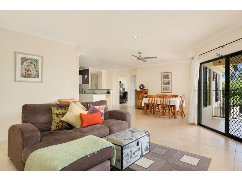 9 Barcoo Close, Bentley Park QLD 4869