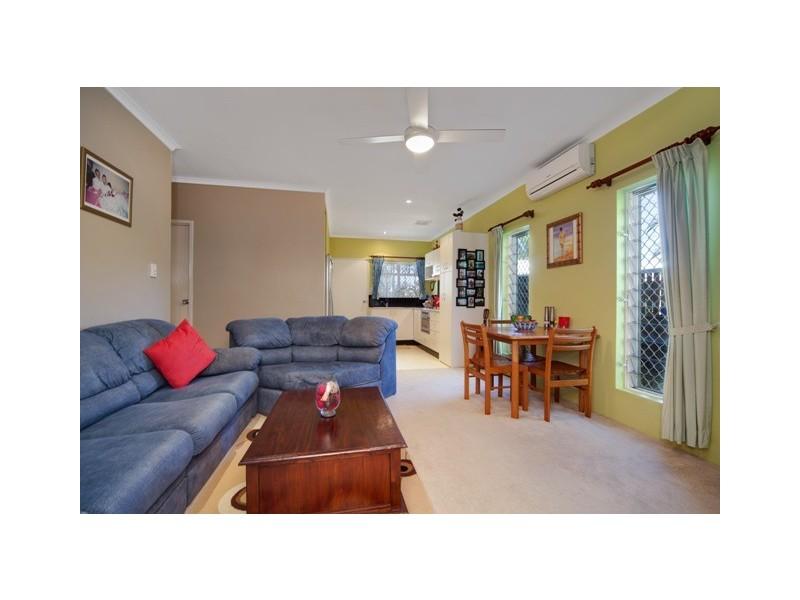 9/401-409 McCoombe Street, Mooroobool QLD 4870